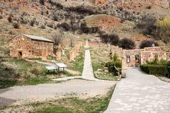 Yeghegnadzor, Armenia - 16 de marzo de 2018: Monasterio escénico de Novarank en Armenia Fue fundado en 1205 Está situado 122 kiló fotografía de archivo