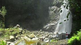Yeh Mampeh Waterfall in Noord-Bali Indonesië stock video