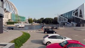 Yekaterinburg Rosja, Czerwiec, -, 2018: Odgórny widok parking samochodowy blisko centrum biznesu zapas Widok z lotu ptaka samocho zbiory