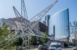 Yekaterinburg Rosja, Sierpień, -, 04,2016: Wielka instalacja w kształcie gwiazda blisko Yeltsin centrum w Yekaterinburg Obraz Stock