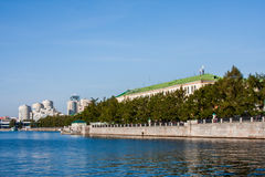 Yekaterinburg, Rusland - September 24 2016: Dijk van riv Royalty-vrije Stock Foto's