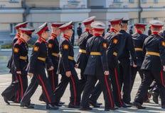Yekaterinburg, Sverdlovsk/Rusland - 08 29 2018: De studenten van Militair de Schoolministerie van Yekaterinburg Suvorov van stock foto's