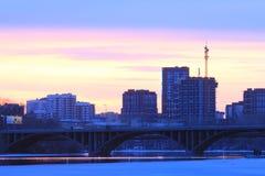Yekaterinsburg Russland Sonnenuntergang auf dem Stadtteich stockfotografie