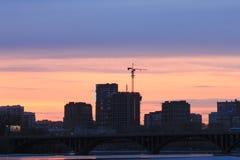 Yekaterinsburg Russland Sonnenuntergang auf dem Stadtteich stockbilder