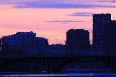 Yekaterinsburg Ryssland Solnedgång på stadsdammet Royaltyfria Foton