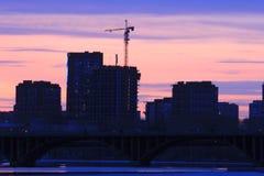 Yekaterinsburg Ryssland Solnedgång på stadsdammet Royaltyfri Fotografi
