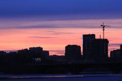 Yekaterinsburg Ryssland Solnedgång på stadsdammet Arkivbild