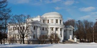 Yelagin宫殿在Sankt-Peterburg 免版税库存照片