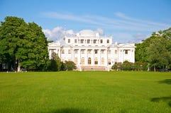 Yelagin slott i St Petersburg, Ryssland. Arkivbilder