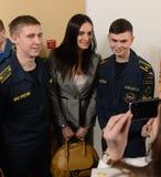 Yelena Isinbayeva - campeão olímpico duas vezes, fotografado com os estudantes na cerimônia de conceder os vencedores do hea morn Fotografia de Stock