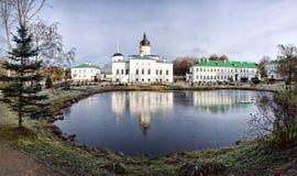 Yelizarovo 普斯克夫北部的Yelizarov女修道院  免版税图库摄影