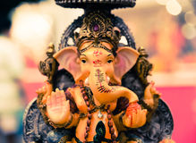 Yello Ganesh Elephant God in Hindusim-Mythologie in reicher Königposition Lizenzfreie Stockfotografie