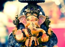 Yello Ganesh Elephant God in Hindusim-Mythologie in reicher Königposition Stockfotografie