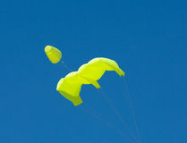Yello kite blue sky Royalty Free Stock Photography