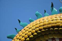Yelloe en groene tegel onder blauwe hemel Royalty-vrije Stock Foto's