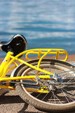 yellow bike2 Royaltyfri Fotografi