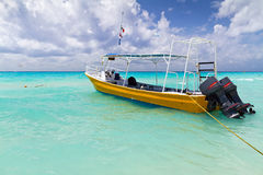 Free Yellow Boat On The Coast Of Caribbean Sea Royalty Free Stock Images - 24407789