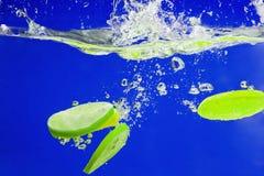 YELLOW citrus SPLASHING IN WATER Royalty Free Stock Photos