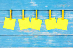 Yellow clothespins on a rope with five cards Royalty Free Stock Photos