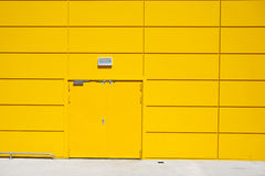 Yellow Door Storage Building Royalty Free Stock Photography