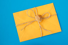 Free Yellow Envelope Tied With Twine And A Seashell On A Blue Background Stock Photography - 88910582