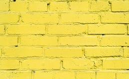 yellow för bakgrundstegelstenvägg fotografering för bildbyråer