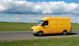 yellow för leveranslastbil Royaltyfria Foton