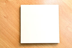yellow för skugga för paper bana för clippinganmärkning klibbig royaltyfri bild