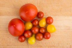 yellow för tomater för Cherryred Arkivfoton