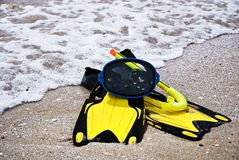 Yellow flippers and swimming mask on sea beach Stock Photography