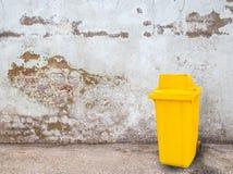 Yellow garbage bins on grunge background Royalty Free Stock Photography