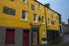 Yellow house. In thurso in scotland stock image