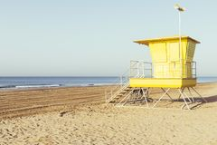Free Yellow Lifeguard Station On The Beach Royalty Free Stock Image - 153985046