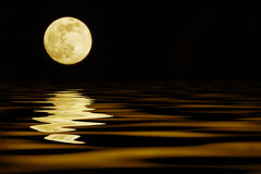 Yellow moon over sea Royalty Free Stock Photography