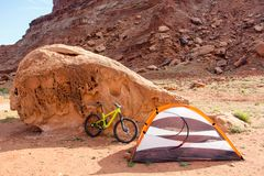 Bike campsite in the desert stock images