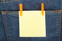 Yellow note on jeans Royalty Free Stock Photography