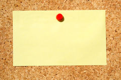 Yellow note on a notice board Royalty Free Stock Photography