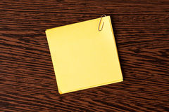 Yellow note paper on wooden background Royalty Free Stock Images
