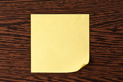Yellow note paper on wooden background Royalty Free Stock Photography