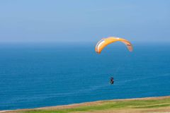 Yellow paraglider at Torrey Pines Gliderport in La Jolla Stock Photos