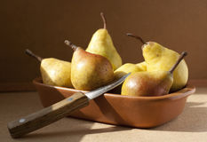 Yellow pears in a bowl Royalty Free Stock Photos