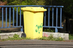 Yellow Recycling  Bin Royalty Free Stock Images