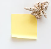 Yellow reminder note Royalty Free Stock Images