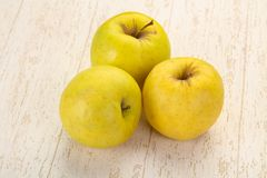 Free Yellow Ripe Apples Royalty Free Stock Photography - 155604317