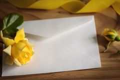 Yellow roses on wooden background Royalty Free Stock Photos