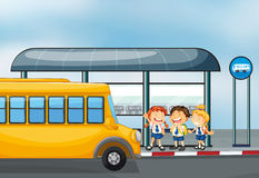 A yellow school bus and the three kids Royalty Free Stock Photos