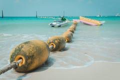 Yellow Sea maintient à flot le flottement sur la mer définissent pour la répartition en zones de la natation et de la Jet Sk sûre Photo stock