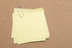 Yellow Sticky Note and paper clip Royalty Free Stock Photos