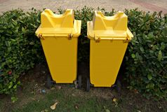 Yellow trashcan Royalty Free Stock Photography