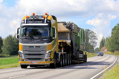 Yellow Volvo FH16 Semi Hauls Oversize Load Stock Images